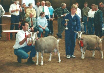 1997 Landelijke Toggenburger geitenkeuring. kampioen Marry 3 van P. Both. Reserve kampioen Anne-Desiree van C. Hoorweg.